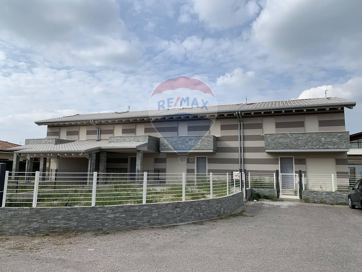 Villa Bifamiliare in vendita a Melara, 4 locali, prezzo € 230.000   CambioCasa.it
