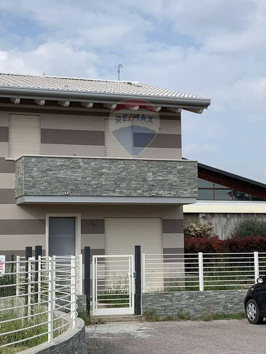 Villa Bifamiliare in vendita a Melara, 4 locali, prezzo € 215.000   CambioCasa.it