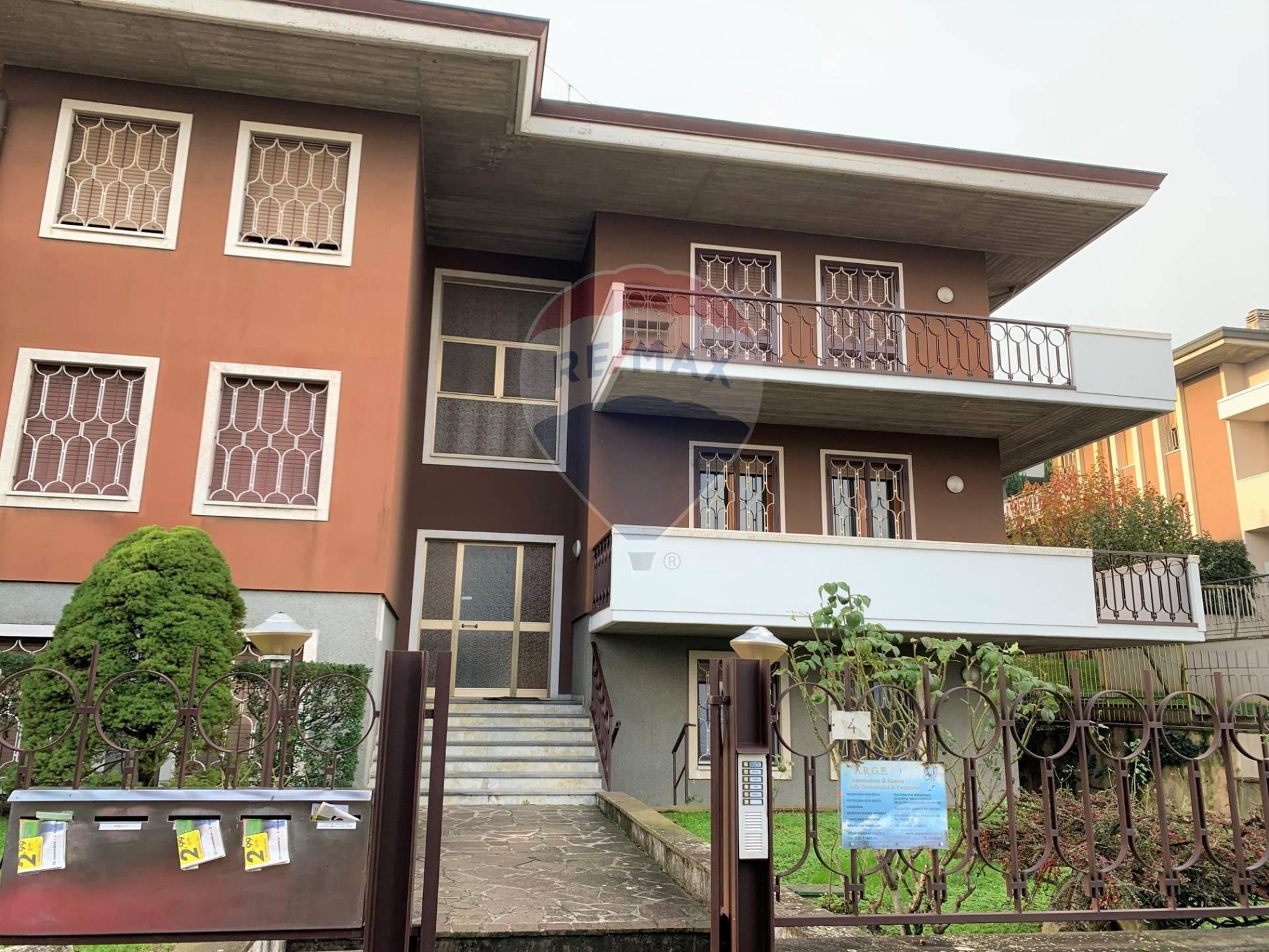 Appartamento in vendita a Desenzano del Garda, 5 locali, prezzo € 475.000 | PortaleAgenzieImmobiliari.it