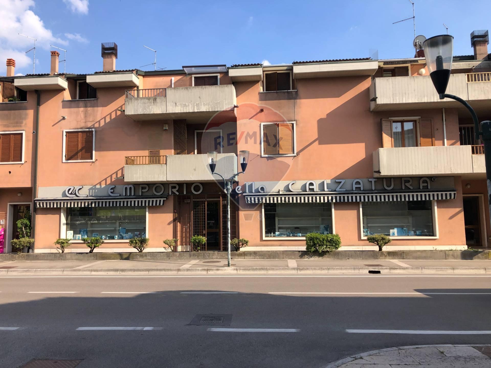 Negozio / Locale in vendita a Bovolone, 9999 locali, prezzo € 240.000   CambioCasa.it
