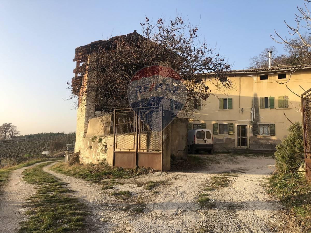 Rustico / Casale in vendita a Mezzane di Sotto, 4 locali, prezzo € 730.000 | CambioCasa.it