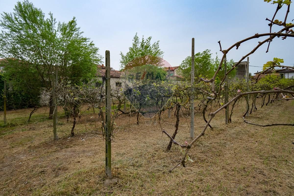 Rustico / Casale in vendita a Terrazzo, 17 locali, prezzo € 98.000   CambioCasa.it