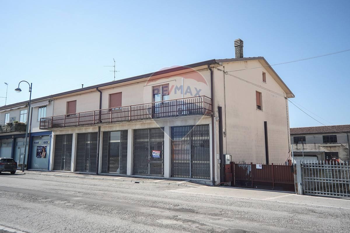 Negozio / Locale in vendita a Bovolone, 9999 locali, prezzo € 165.000   CambioCasa.it