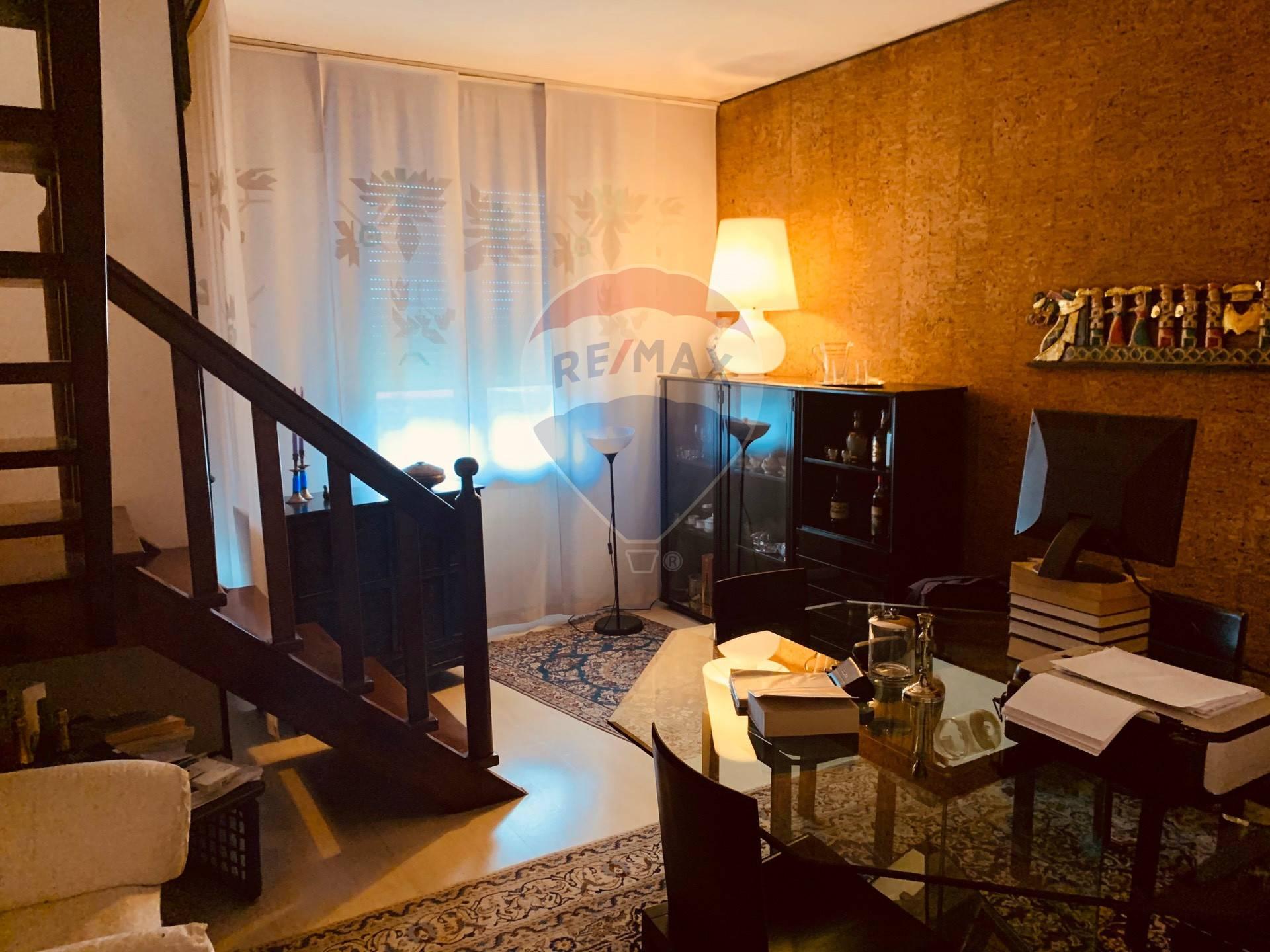 Villa Bifamiliare in vendita a Agugliaro, 10 locali, prezzo € 130.000   CambioCasa.it