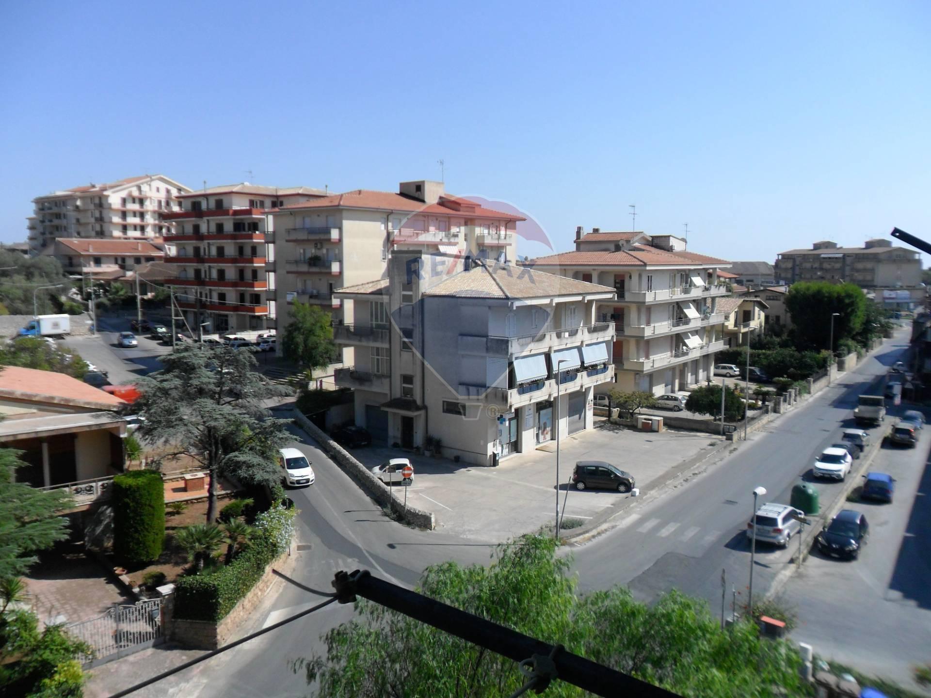 Appartamento in vendita a Modica, 8 locali, zona Località: ModicaSorda, prezzo € 95.000   CambioCasa.it