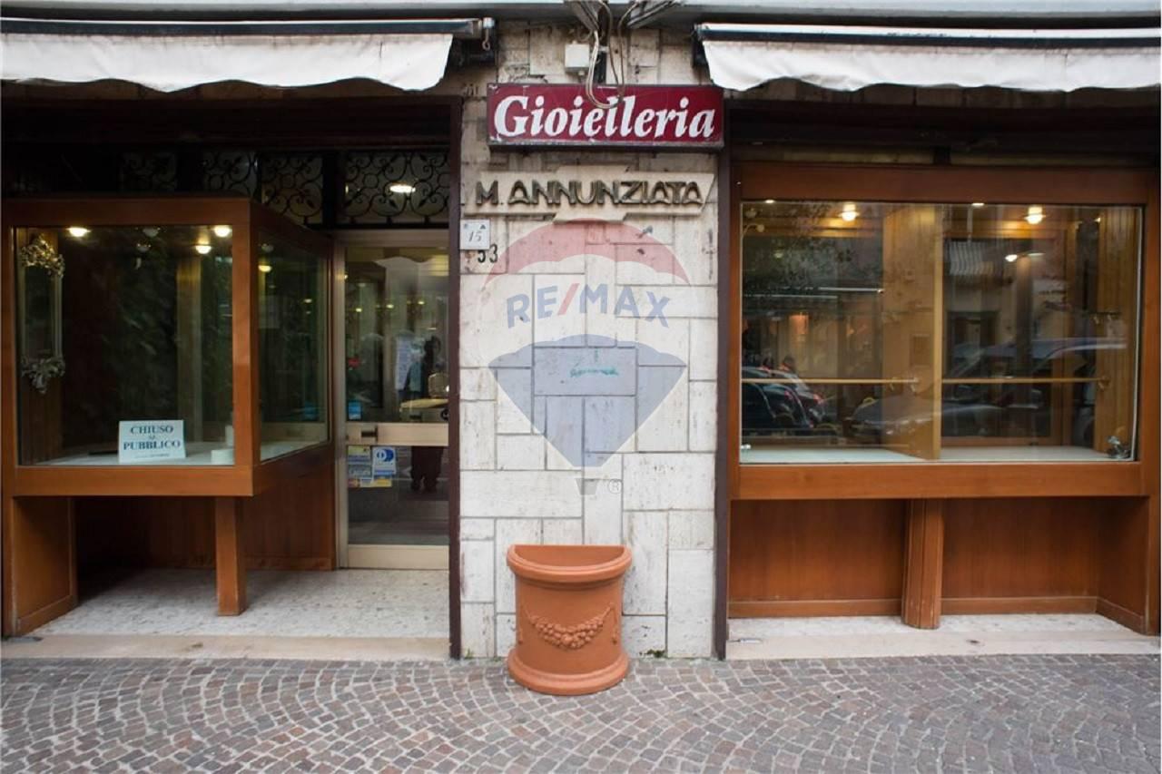 Negozio / Locale in vendita a Acerra, 9999 locali, prezzo € 100.000 | CambioCasa.it