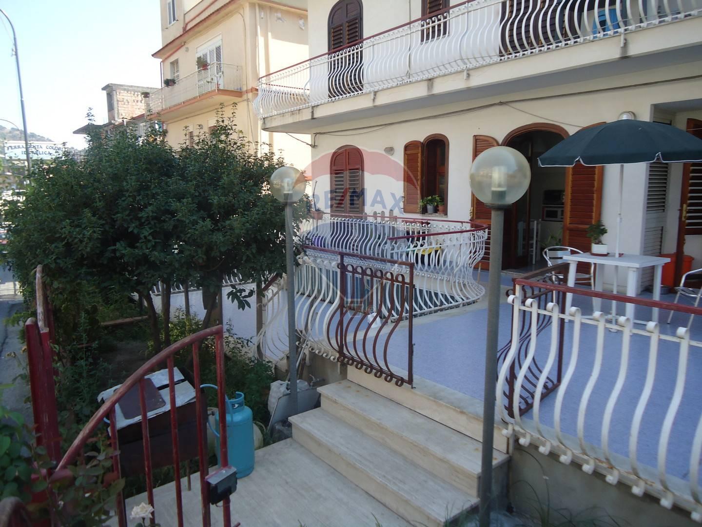 Appartamento in vendita a Gaggi, 5 locali, prezzo € 90.000 | CambioCasa.it