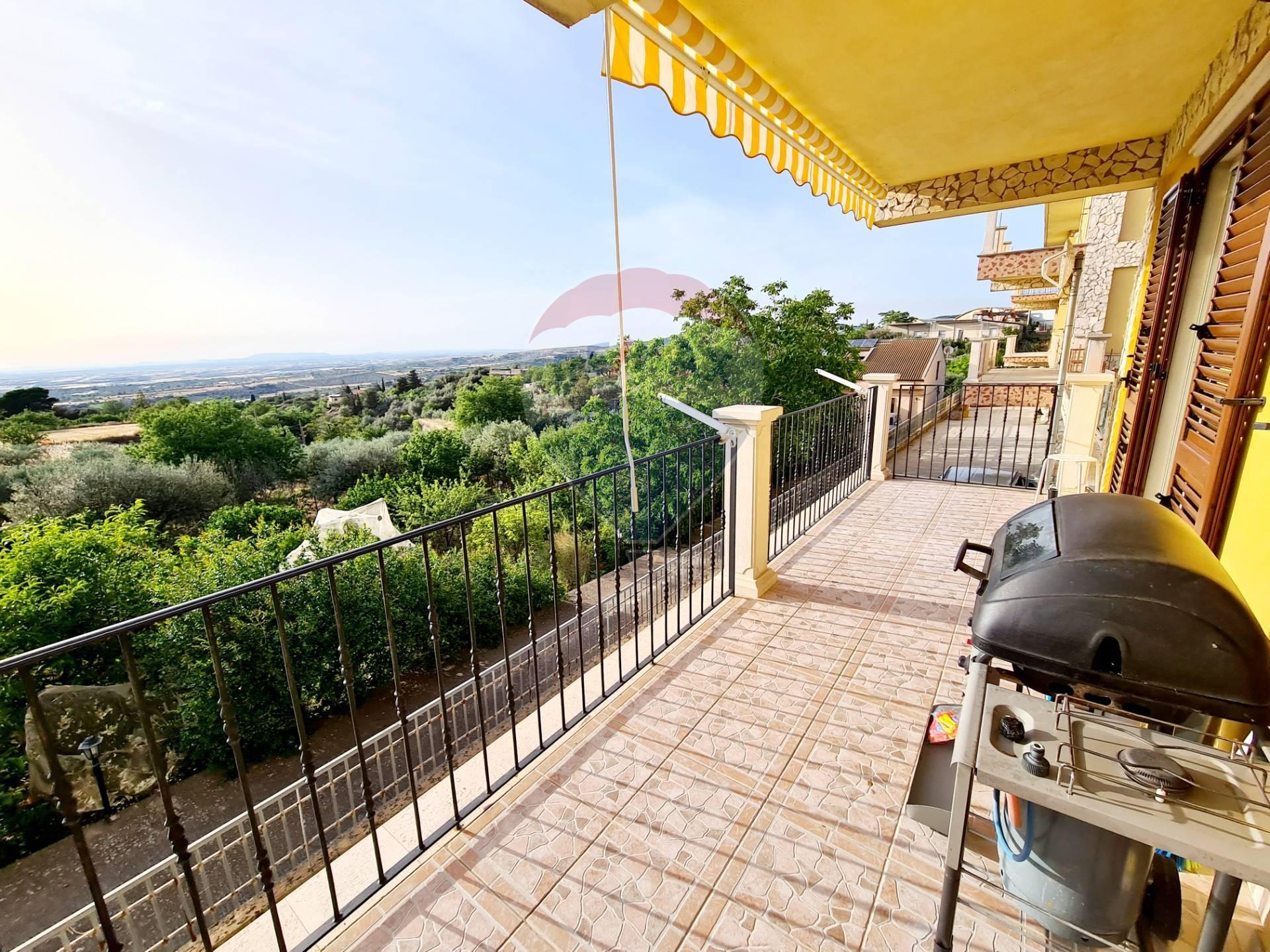 Villa a Schiera in vendita a Chiaramonte Gulfi, 8 locali, prezzo € 155.000 | CambioCasa.it