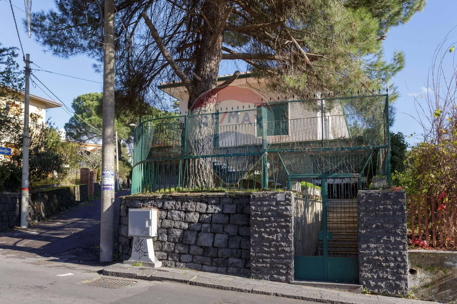 Villa in affitto a Nicolosi, 5 locali, prezzo € 1.200   CambioCasa.it