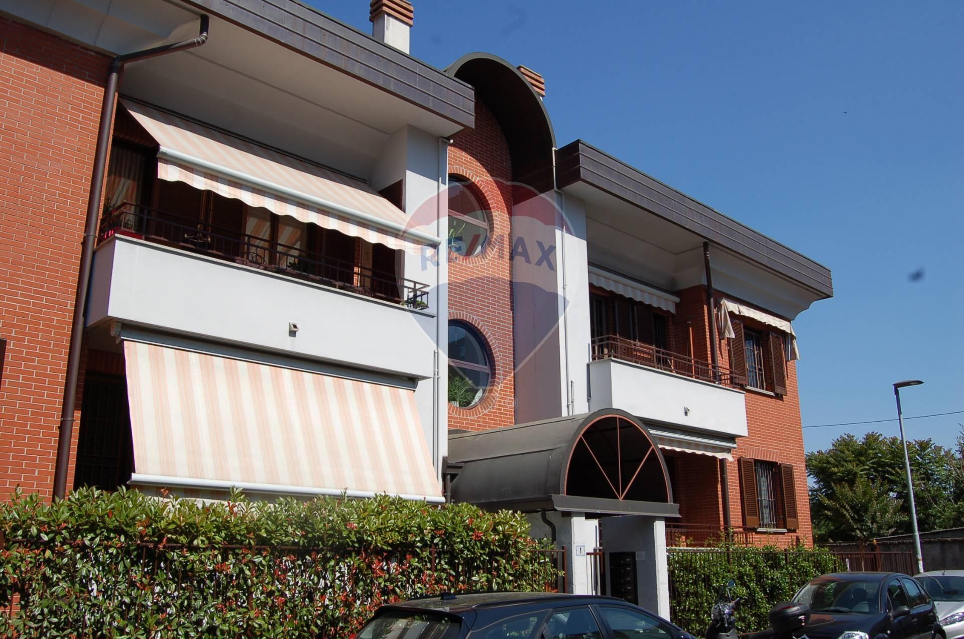 Appartamento in affitto a Rho, 2 locali, zona Località: ZonaStazione, prezzo € 8.400 | CambioCasa.it