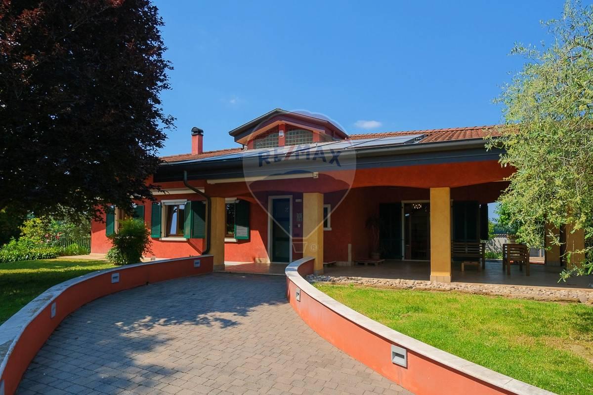 Villa in vendita a Villafranca di Verona, 13 locali, prezzo € 890.000 | CambioCasa.it