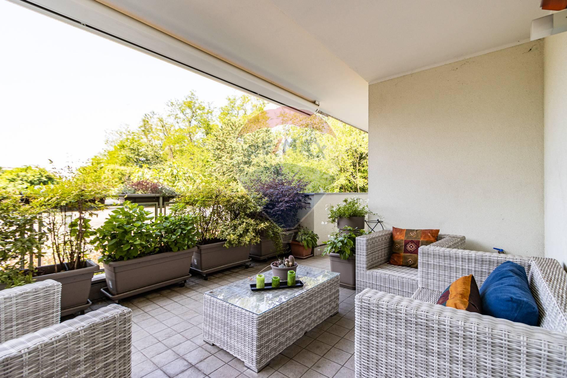 Appartamento in vendita a Rho, 3 locali, zona Località: ZonaCentro, prezzo € 330.000 | CambioCasa.it