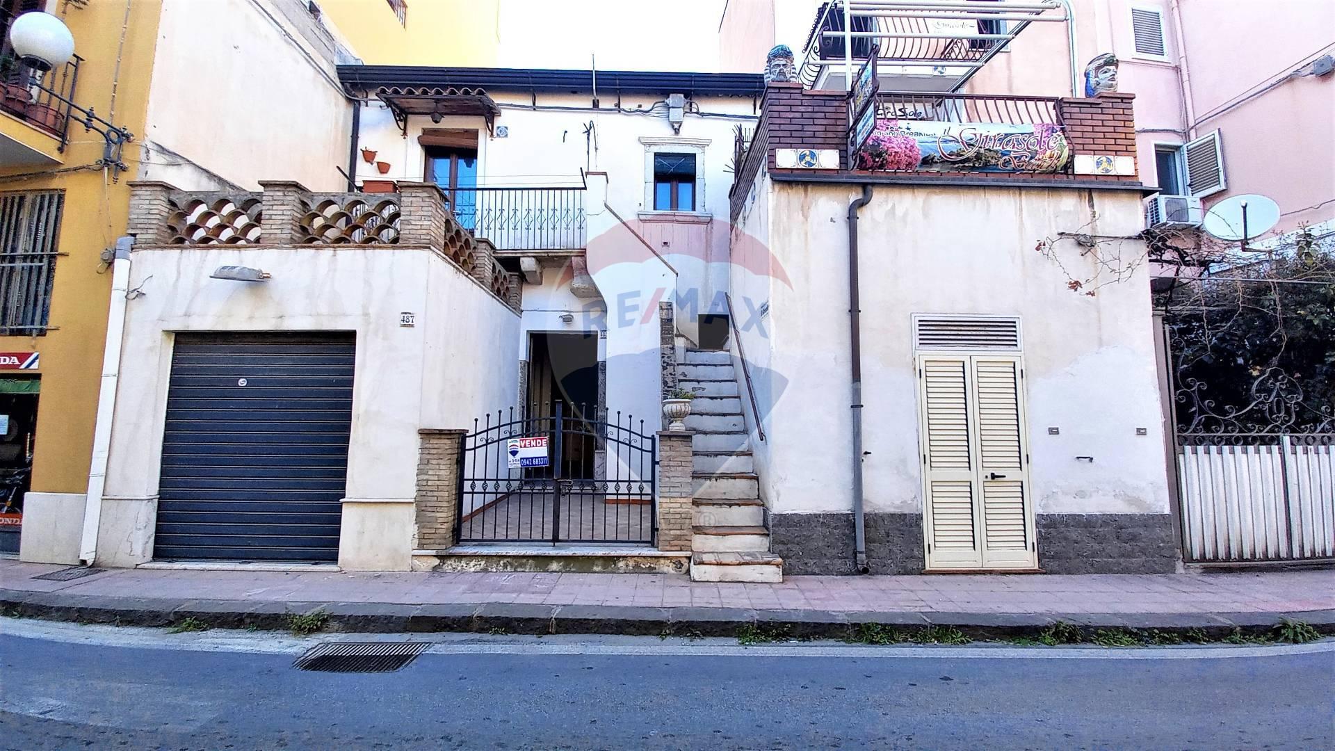 Negozio / Locale in vendita a Giardini-Naxos, 9999 locali, zona Località: Centro, prezzo € 98.000   CambioCasa.it