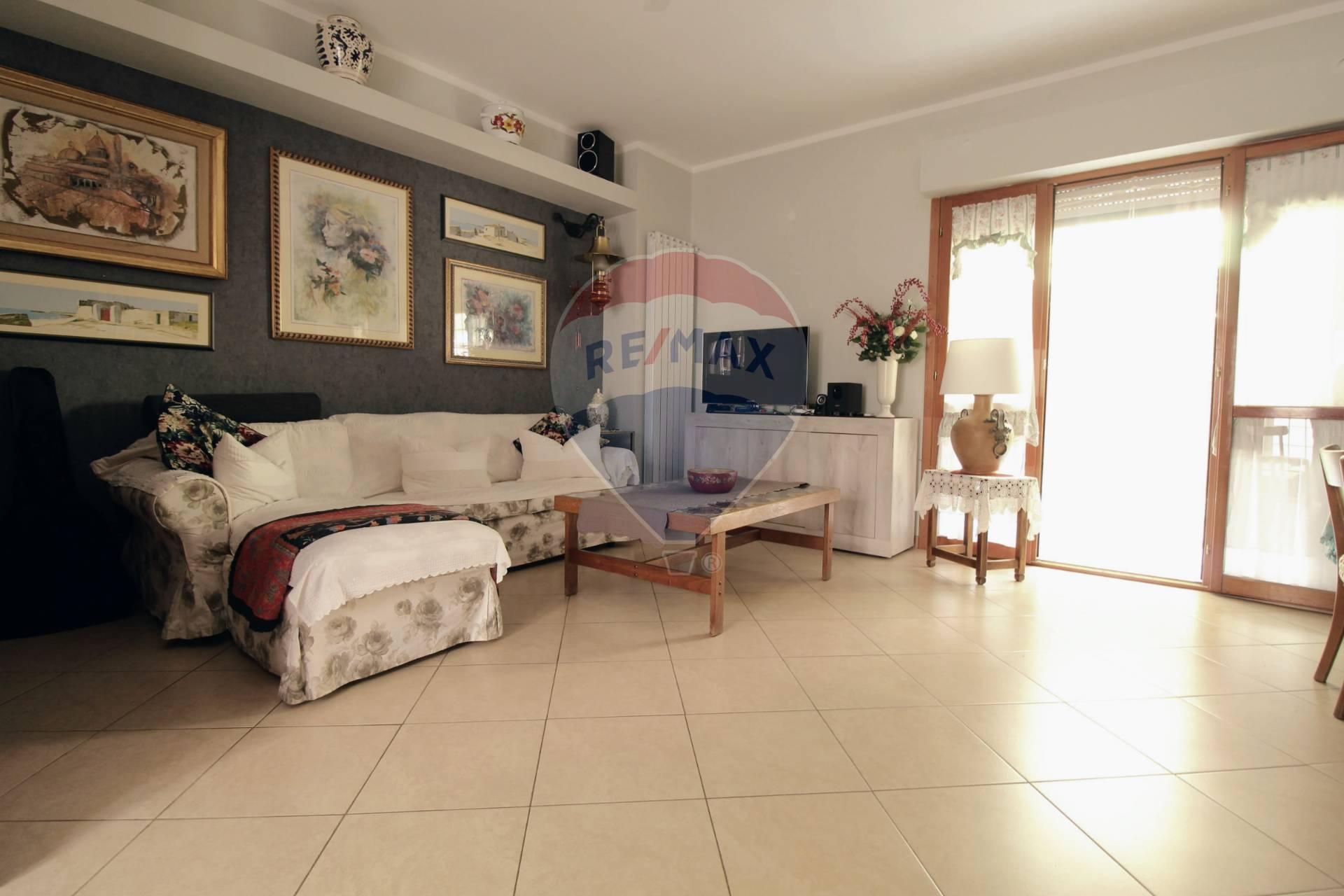 Appartamento in vendita a Monte Porzio Catone, 5 locali, prezzo € 260.000   CambioCasa.it