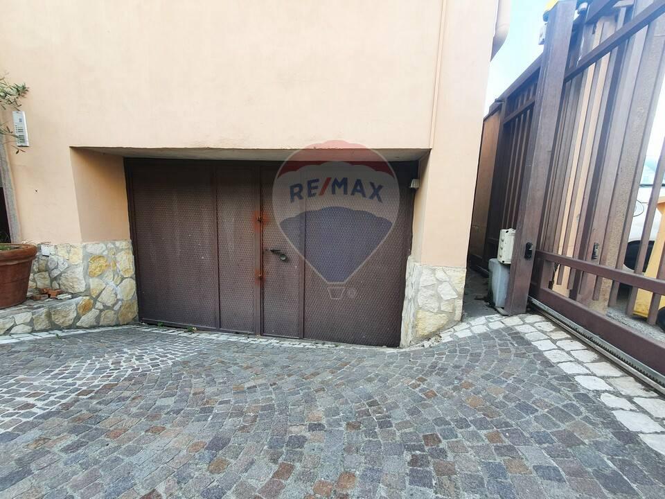 Altro in affitto a Aversa, 9999 locali, zona Località: ZonaCentro, prezzo € 600 | CambioCasa.it