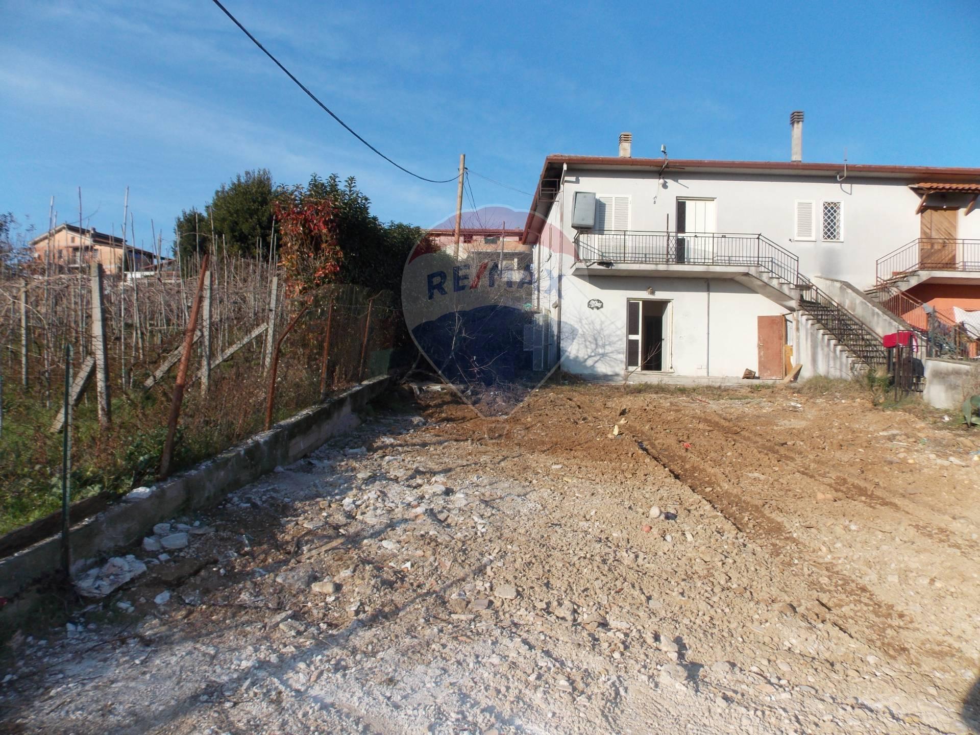 Appartamento in vendita a Artena, 3 locali, prezzo € 70.000 | CambioCasa.it