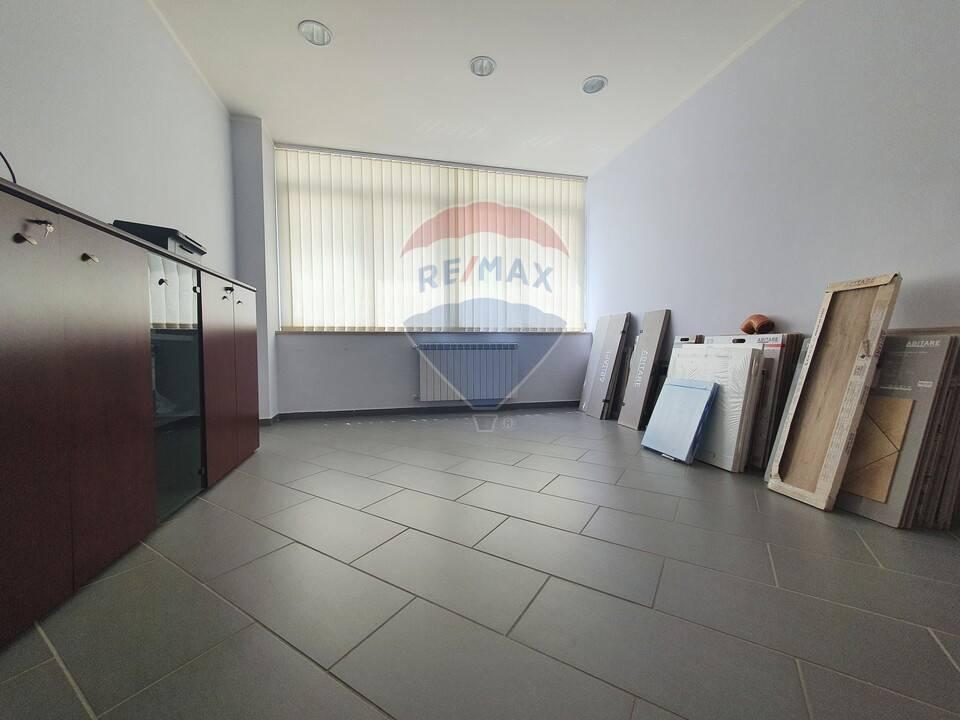 Negozio / Locale in vendita a Aversa, 9999 locali, prezzo € 240.000   CambioCasa.it