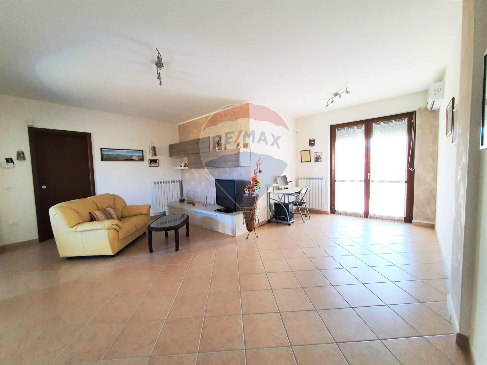 Appartamento in vendita a Atessa, 7 locali, prezzo € 120.000 | CambioCasa.it