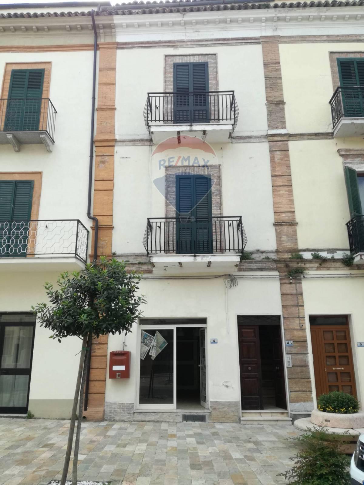 Appartamento in affitto a Gissi, 14 locali, zona Zona: Case, prezzo € 300 | CambioCasa.it