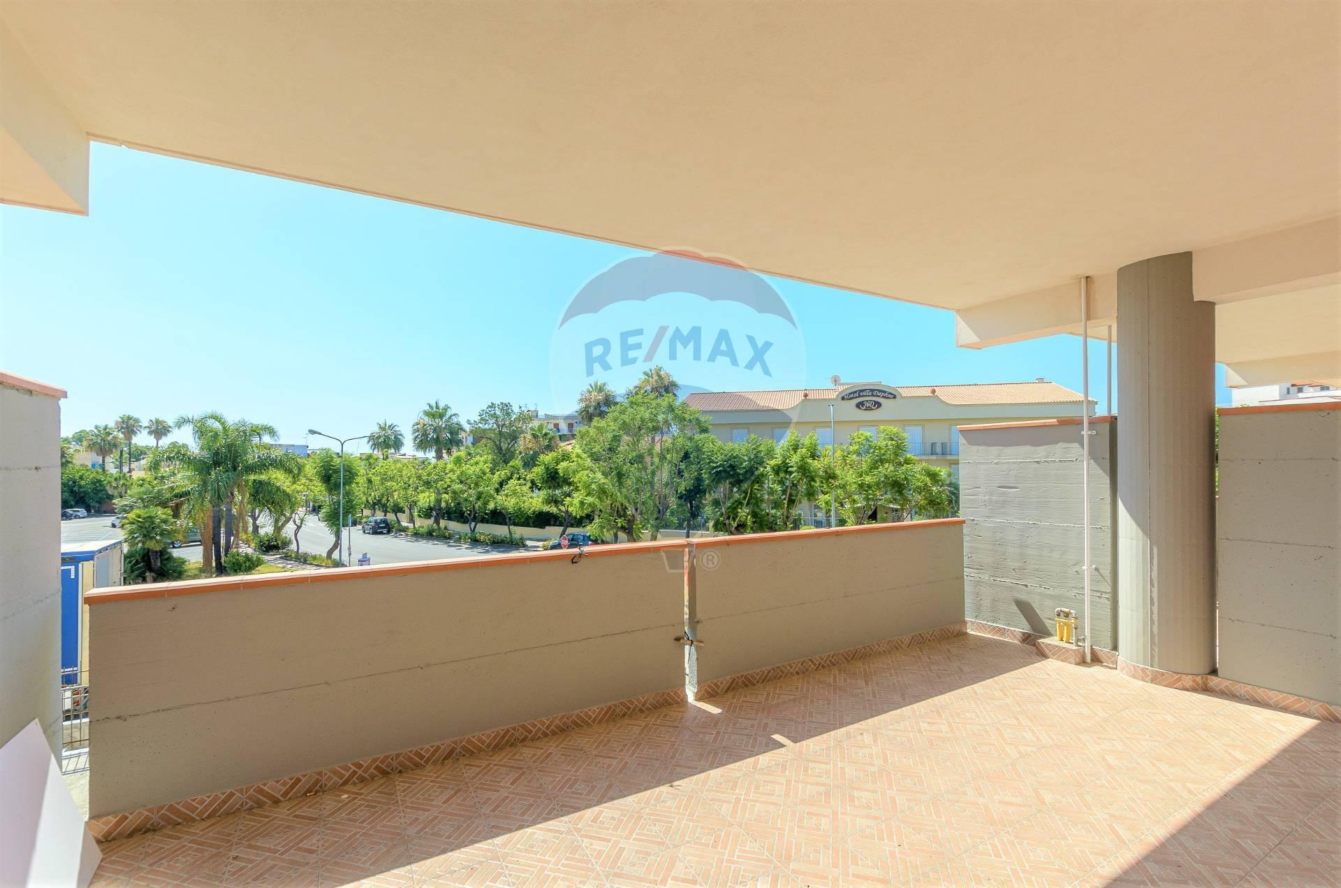 Appartamento in vendita a Giardini-Naxos, 5 locali, zona Zona: Giardini, prezzo € 200.000 | CambioCasa.it