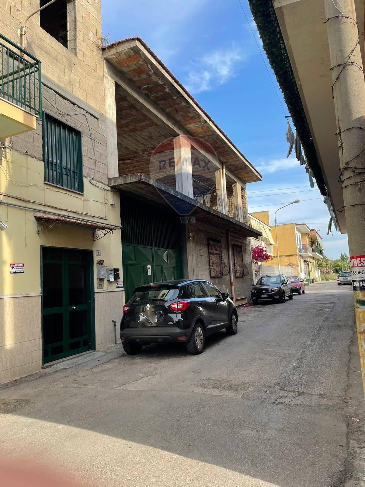 Laboratorio in vendita a Sant'Antimo, 9999 locali, prezzo € 200.000   CambioCasa.it
