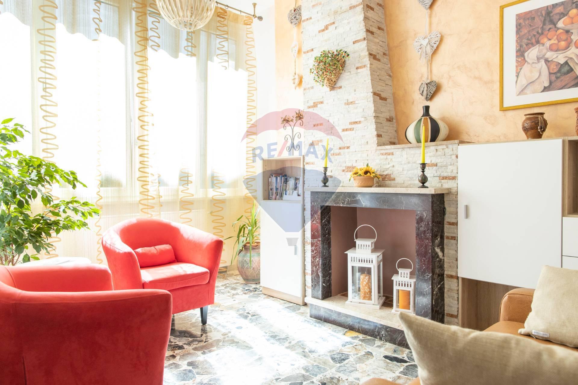 Appartamento in vendita a Potenza Picena, 6 locali, prezzo € 139.000   CambioCasa.it