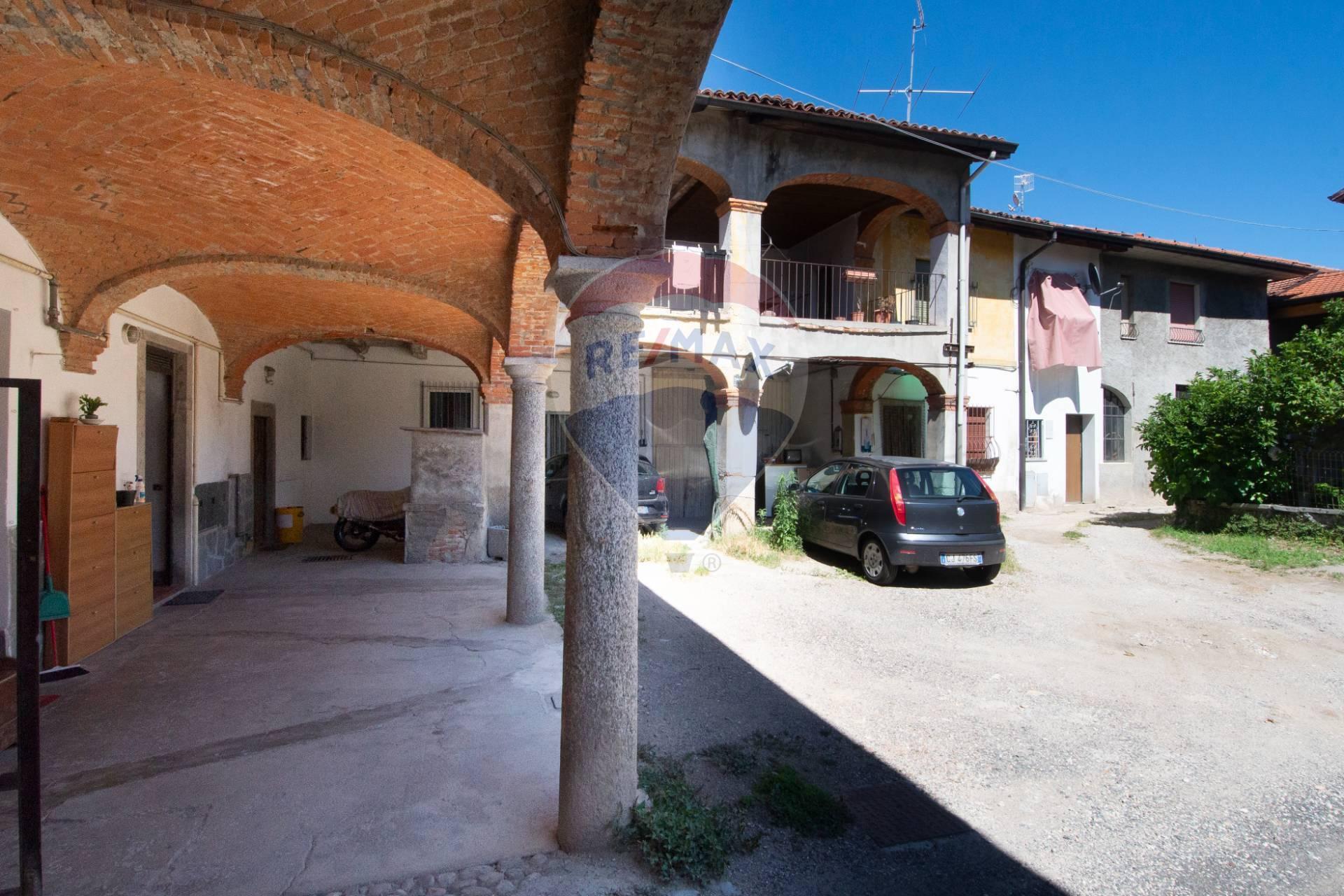 Vendita Bilocale Appartamento Cocquio-Trevisago 244959