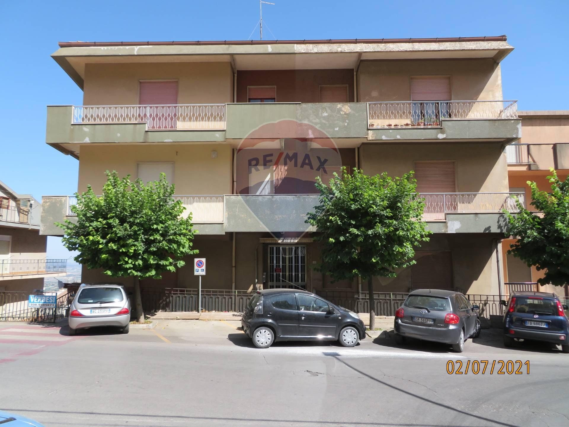 Appartamento in vendita a Chiaramonte Gulfi, 7 locali, prezzo € 95.000 | CambioCasa.it