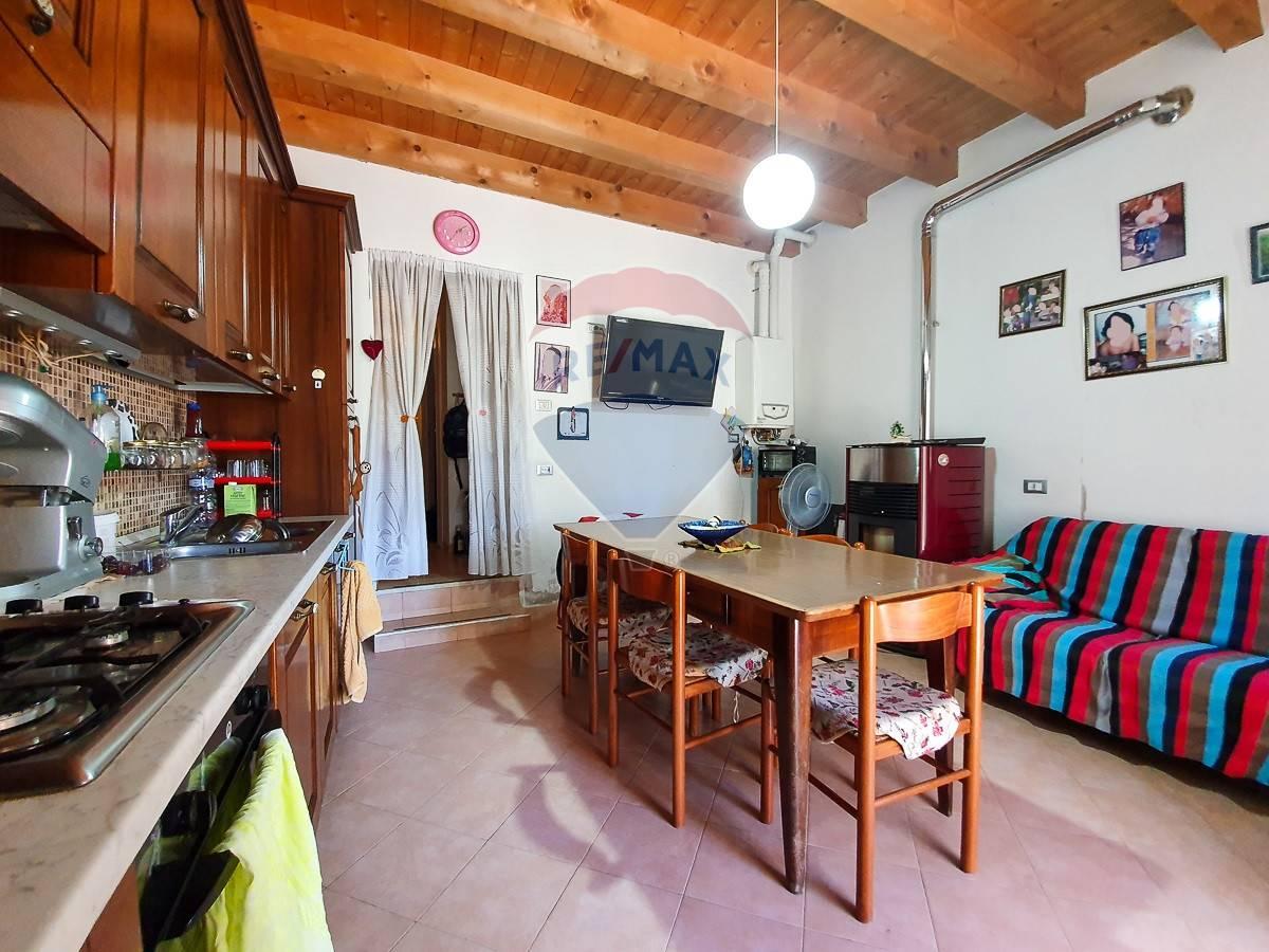 Rustico / Casale in vendita a San Giovanni Ilarione, 4 locali, prezzo € 100.000 | CambioCasa.it