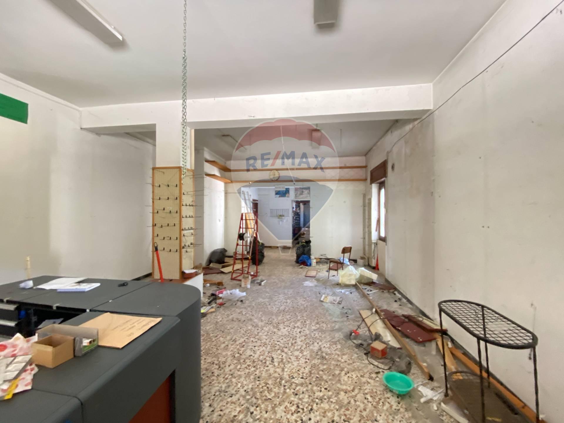 Negozio / Locale in affitto a Dego, 9999 locali, zona Zona: Piano, prezzo € 400 | CambioCasa.it
