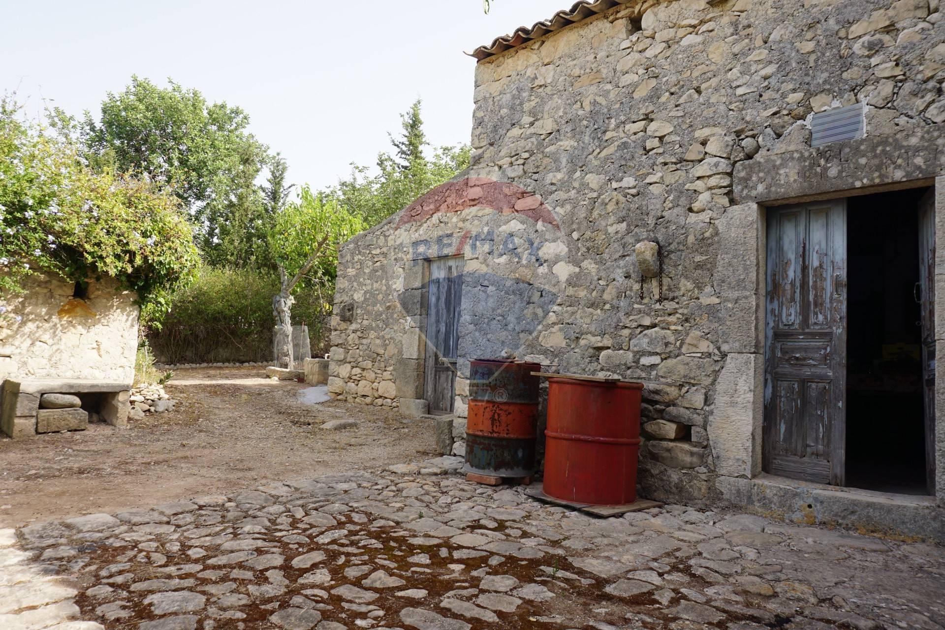 Rustico / Casale in vendita a Chiaramonte Gulfi, 4 locali, prezzo € 44.000 | CambioCasa.it
