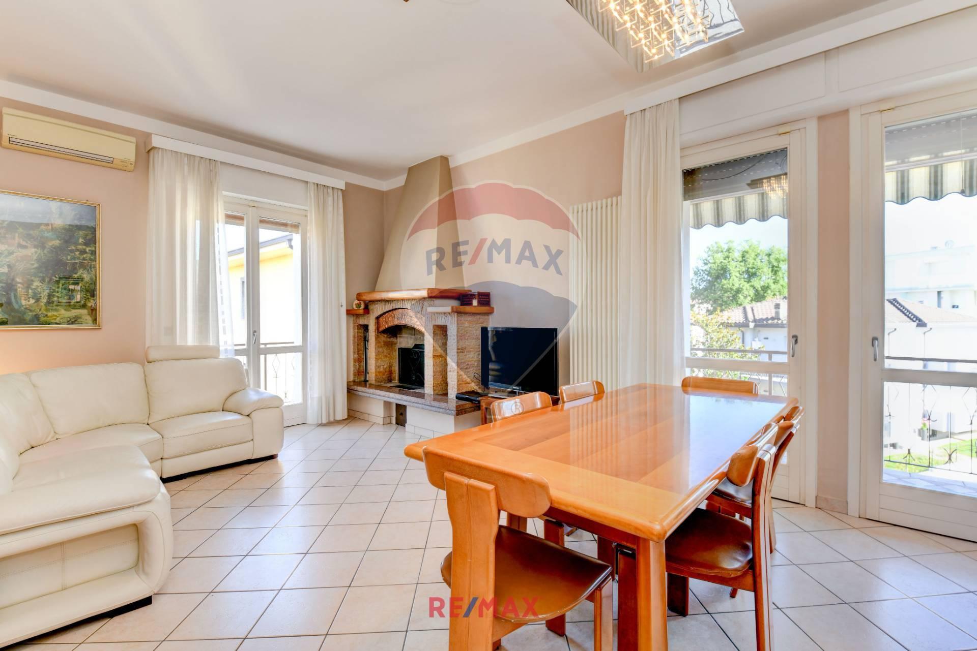 Appartamento in vendita a Desenzano del Garda, 5 locali, zona Località: DesenzanodelGarda, prezzo € 285.000 | PortaleAgenzieImmobiliari.it