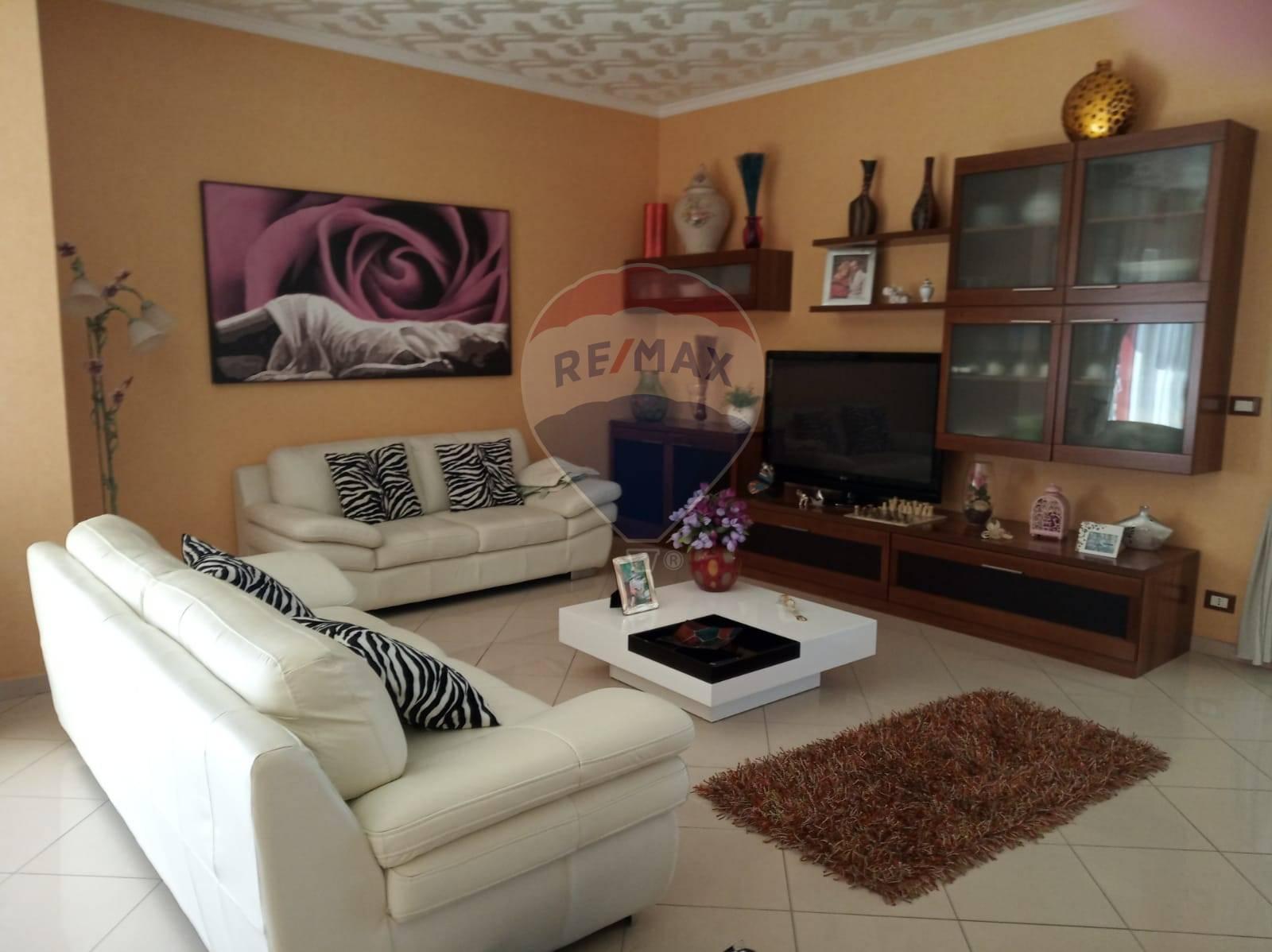 Attico / Mansarda in affitto a Belpasso, 5 locali, prezzo € 550   CambioCasa.it