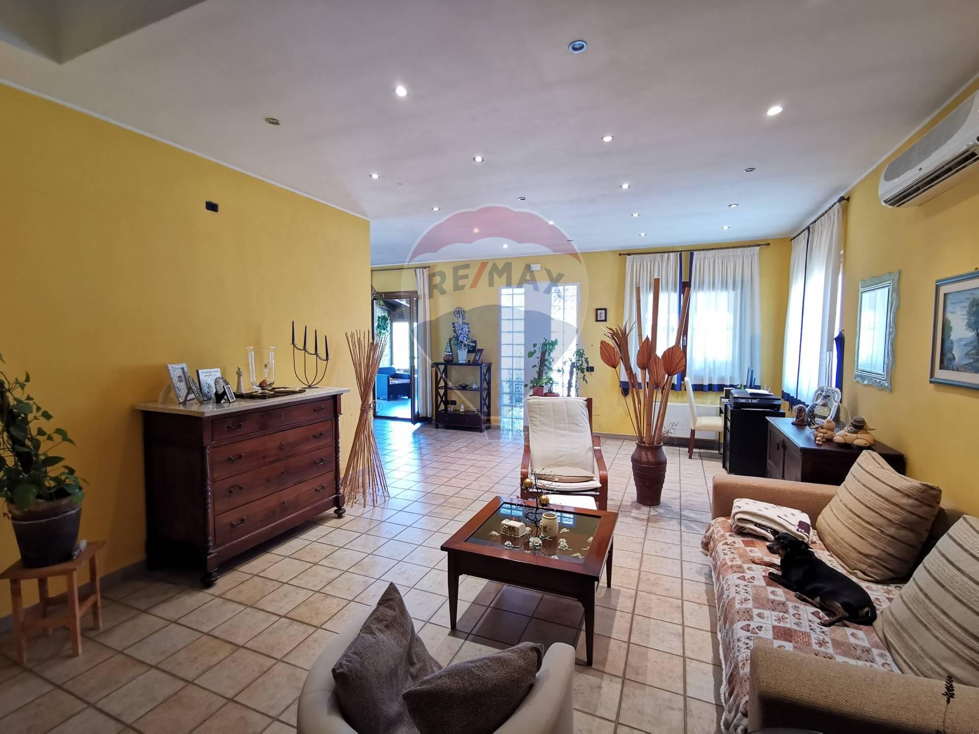 Villa in vendita a Atessa, 7 locali, prezzo € 235.000 | CambioCasa.it