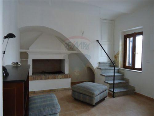 Rustico / Casale in vendita a Paglieta, 6 locali, prezzo € 130.000   CambioCasa.it