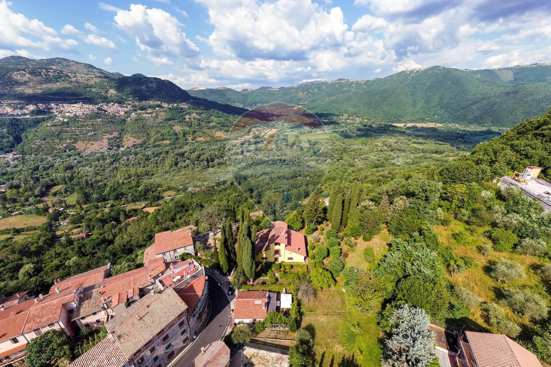 Villa in vendita a Anticoli Corrado, 18 locali, prezzo € 495.000 | CambioCasa.it