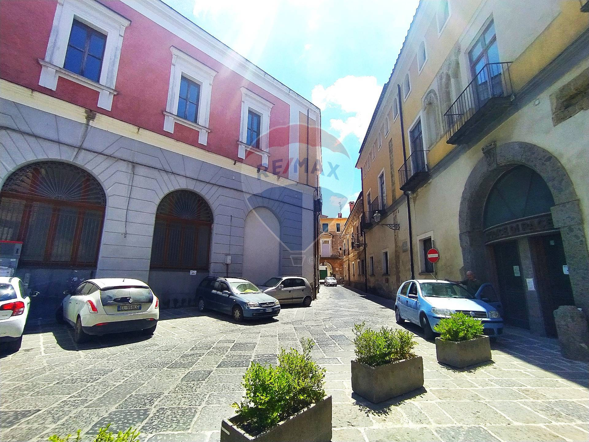 Negozio / Locale in vendita a Aversa, 9999 locali, zona Località: ZonaCentro, prezzo € 65.000   CambioCasa.it