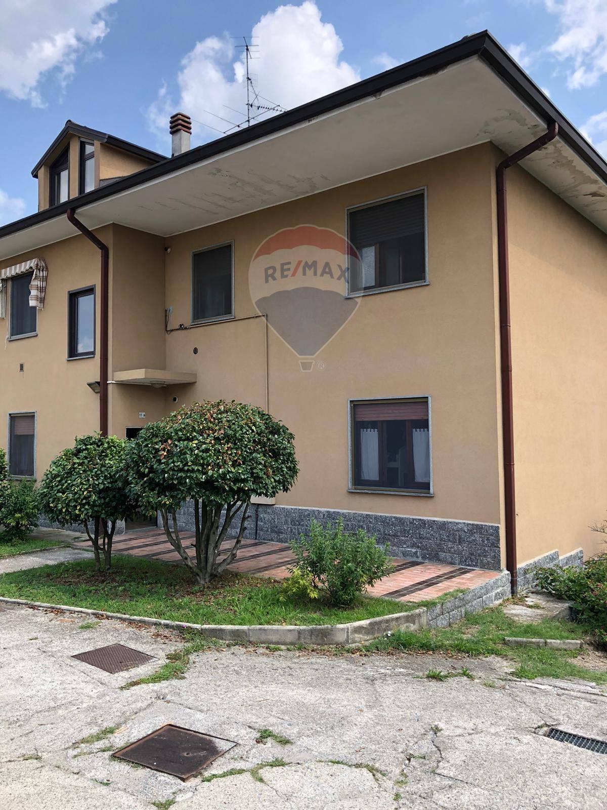 Appartamento in vendita a Ternate, 3 locali, prezzo € 109.000   CambioCasa.it