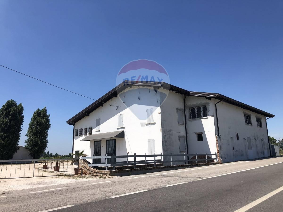 Negozio / Locale in affitto a Concamarise, 9999 locali, prezzo € 2.500   CambioCasa.it