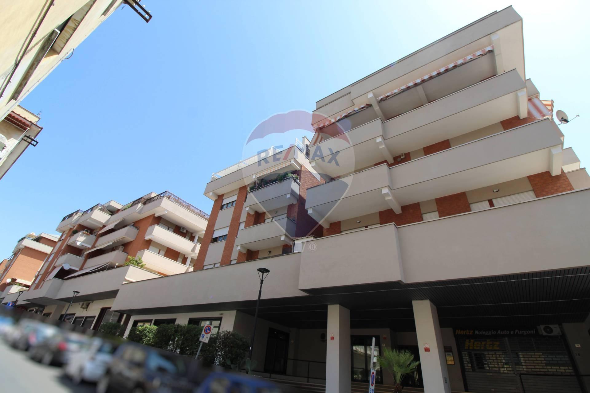 Appartamento in vendita a Velletri, 6 locali, prezzo € 190.000   CambioCasa.it