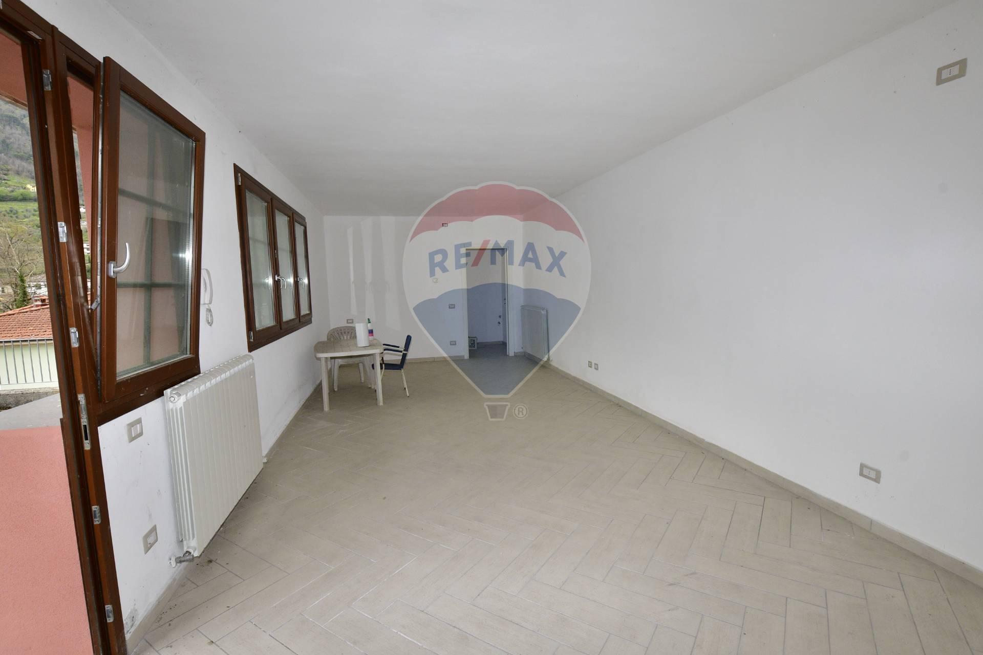 Ufficio / Studio in affitto a Bagni di Lucca, 9999 locali, zona Località: Centro, prezzo € 200 | CambioCasa.it