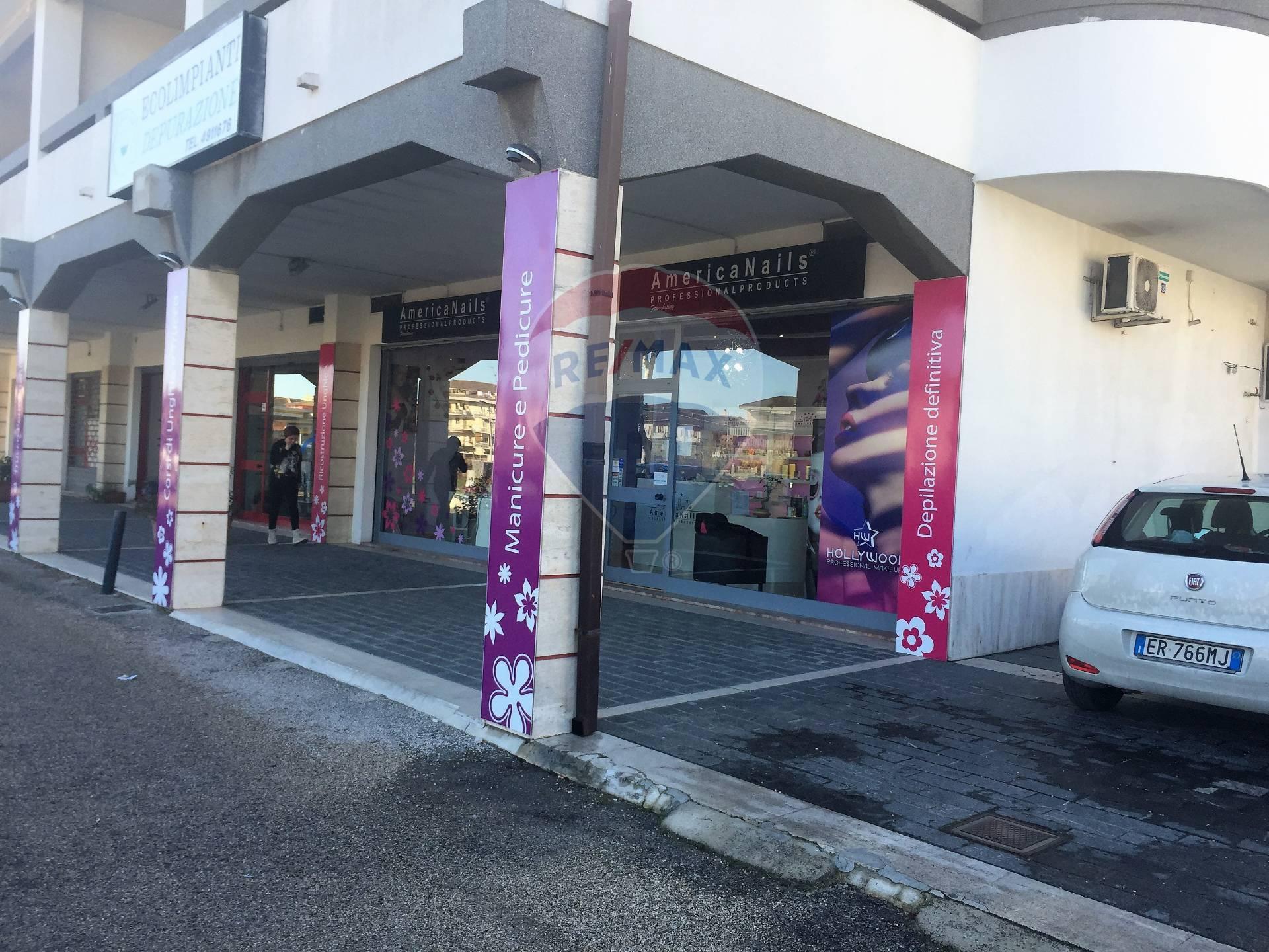 Negozio / Locale in vendita a Francavilla al Mare, 9999 locali, zona Località: Centro, prezzo € 90.000   CambioCasa.it