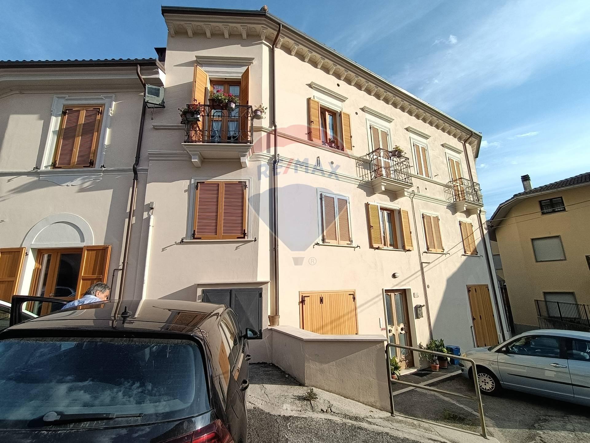Appartamento in affitto a Pizzoli, 5 locali, zona Località: BivioPizzoli, prezzo € 500 | CambioCasa.it