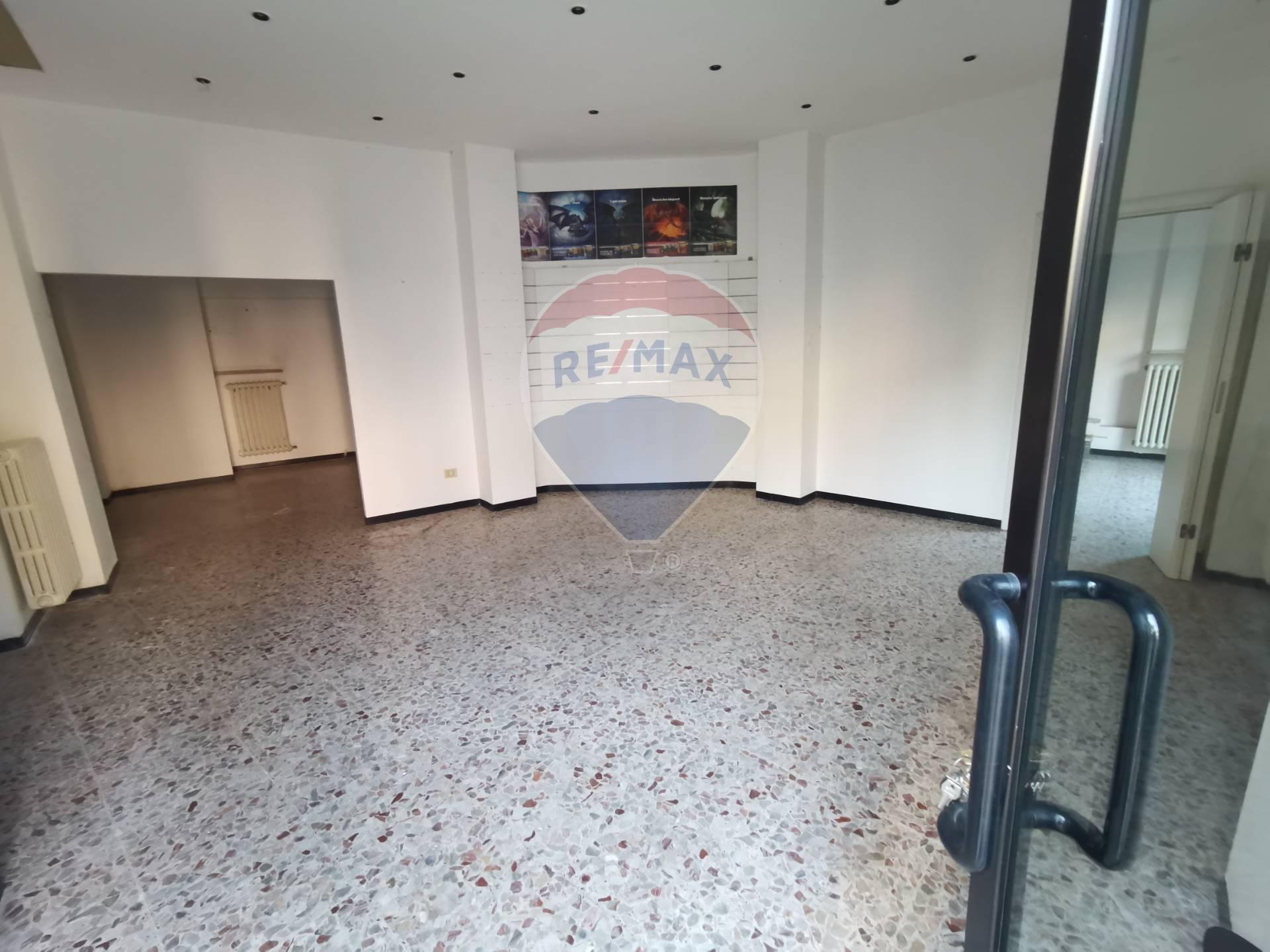 Negozio / Locale in affitto a Alessandria, 9999 locali, zona Zona: Orti, prezzo € 600   CambioCasa.it