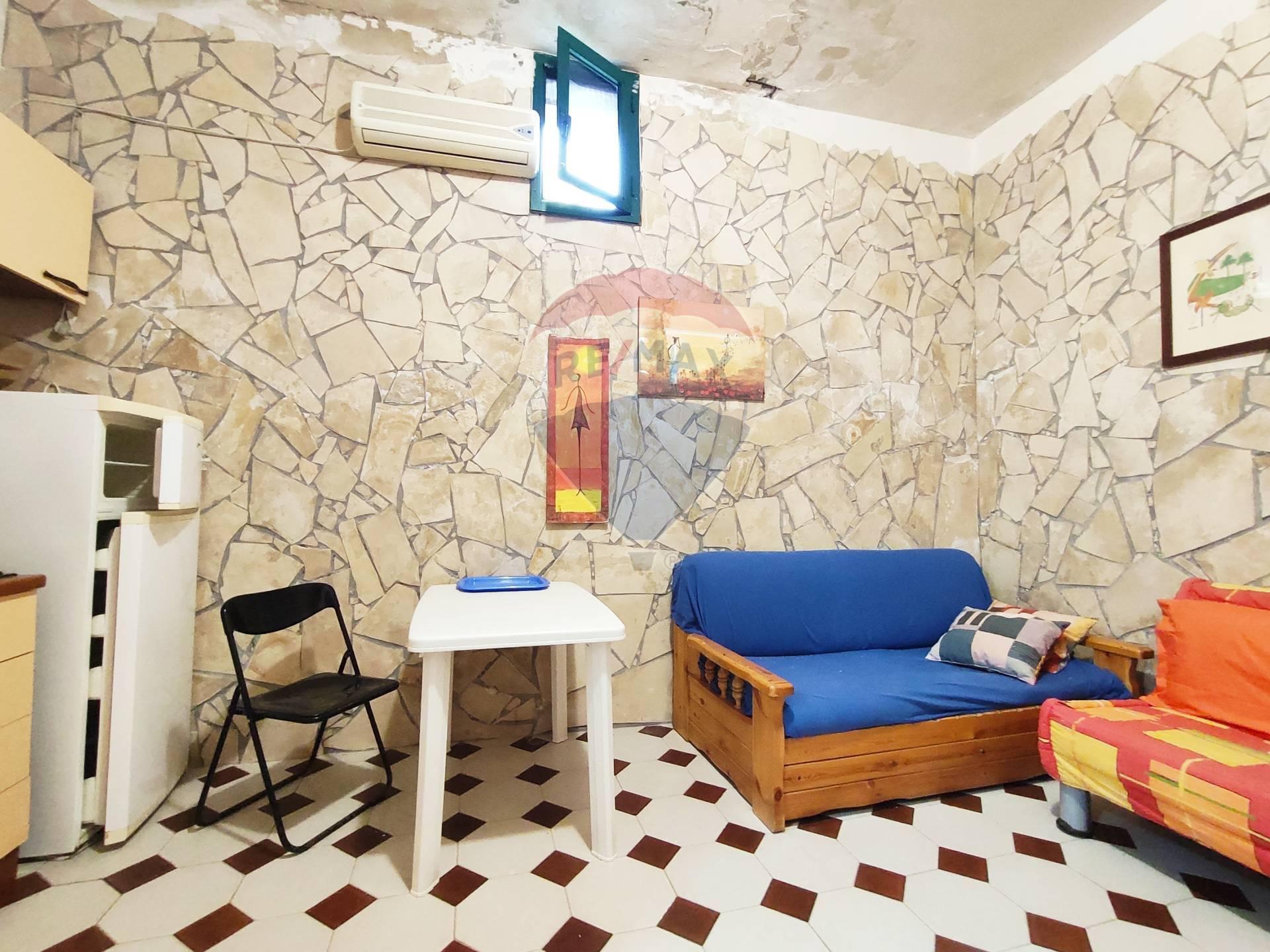 Appartamento in vendita a Giardini-Naxos, 1 locali, zona Località: PietreNere, prezzo € 23.000 | CambioCasa.it