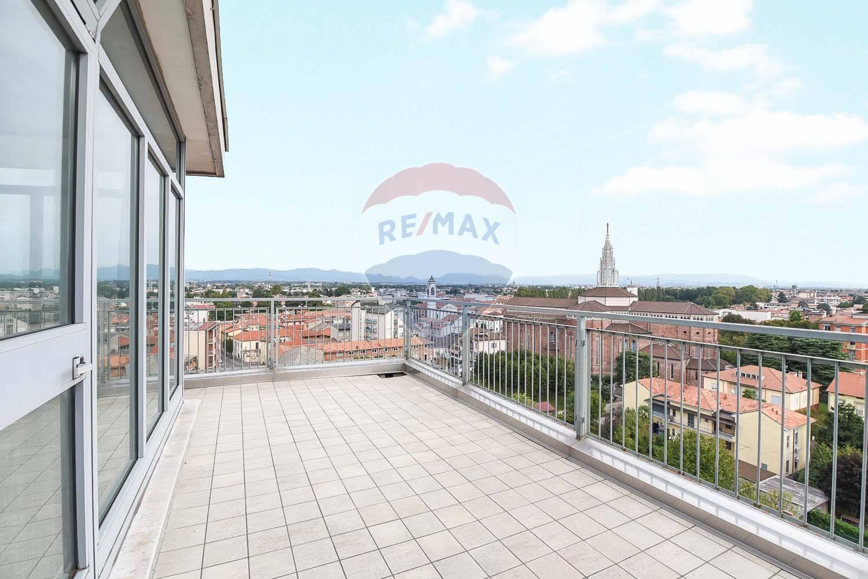 Vendita Quadrilocale Appartamento Cesano Maderno 298478