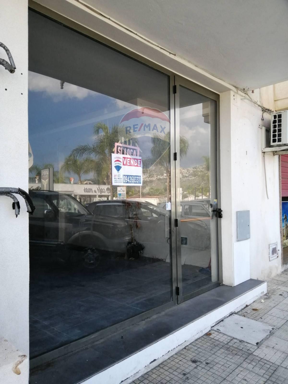 Negozio / Locale in vendita a Giardini-Naxos, 9999 locali, prezzo € 330.000   CambioCasa.it