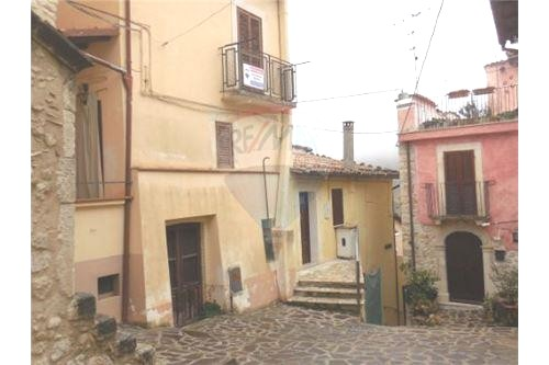 Soluzione Indipendente in vendita a Prata d'Ansidonia, 4 locali, zona Zona: Tussio, prezzo € 29.000 | CambioCasa.it